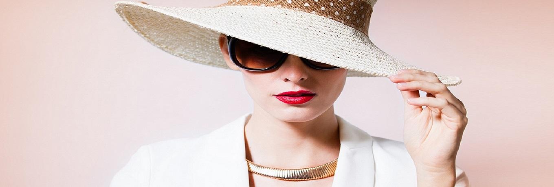 Woman fashion portrait.